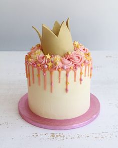 Buttercream drip cakes are a great choice for any celebration. Birthday Drip Cake, 4th Birthday Cakes, Birthday Cake Decorating, Birthday Cake For Kids, Birthday Cake Crown, Cake Kids, Birthday Ideas, Mini Cakes, Cupcake Cakes