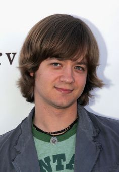 Jason Earles Photos - Actor Jason Earles attends the John Varvatos Annual Stuart House Benefit at the John Varvatos store March 2007 in Beverly Hills, California. Kickin It Cast, Jason Earles, Stuart House, Tyler Posey, Hannah Montana, John Varvatos, Disney Channel, Jackson, Handsome