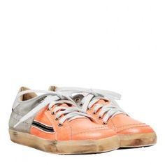 Pfiffige Sneakers von PRIMABASE. Durch das Neonorange wirken sie sehr frisch. Der Used Look rundet das Styling dieses Schuhs optimal ab.