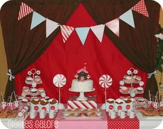 Christmas Gingerbread Party Dessert Table #gingerbread #desserttable
