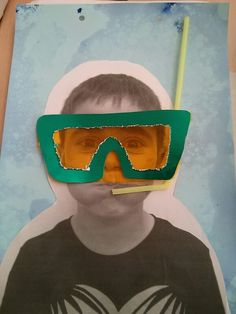 photocopy of child, water colour background, make goggles and use straw for snor… - Knutselen ideeën Summer Crafts, Summer Art, Summer Kids, Ocean Crafts, Sand Crafts, Tapas, Ocean Themes, Camping Crafts, Watercolor Background