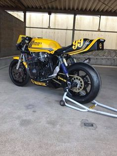 Motos Suzuki, Suzuki Bikes, Honda Bikes, Honda Motorcycles, Kawasaki Cafe Racer, Cb750 Cafe Racer, Honda Cbx, Power Bike, Japanese Motorcycle
