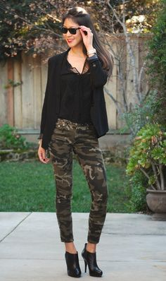 Camo Skinny Jeans and Blazer Outfit