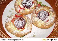 Pudinkovo-švestkové koláče recept - TopRecepty.cz Muffin, Breakfast, Food, Basket, Morning Coffee, Essen, Muffins, Meals, Cupcakes