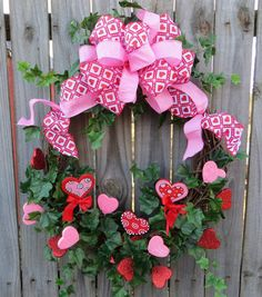 Valentines Day Wreath -Oval Valentines Wreath in Pink and Red - Valentines Day Decoration - Valentine Welcome