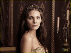 Kenna is one of the Ladies-in-waiting and close friend of Mary Stuart, along with Greer, Lola and Aylee. She is portrayed by the Australian actress Caitlin Stasey. #ReignSeason1