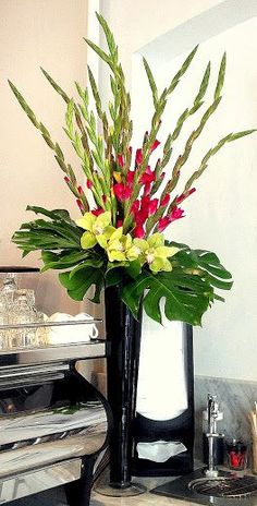 Beautiful Gladiolus Flower Arrangements For Home Decorations 16 - DecOMG Altar Flowers, Church Flowers, Fake Flowers, Bridal Flowers, Beautiful Flowers, Flowers Garden, Flowers Bucket, Simple Flowers, Fresh Flowers