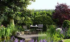 patio by a pond Purple Garden, Love Garden, Dream Garden, Home And Garden, Design Jardin, Diy Garden Projects, Garden Pictures, Garden Planning, Garden Furniture