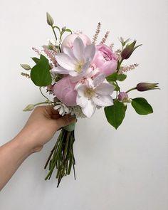"Kim_Yunseon on Instagram: ""_ #Weddingbouquet#bridalbouquet#Bouquet . . . . . . . #pink  #pinkpeony#peonybouquet . 핑크핑크 #토스부케 @maisonreve_official  #신라호텔웨딩  #영빈관웨딩 . .…"""