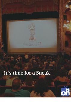 Bei der Sneak Preview geht man ins Kino ohne zu wissen, welcher Film kommt. Ein geiler Wochenstart dank Überraschung und Ablenkung im Lichtspielhaus. Die Sneak gibt es deutschlandweit in ca. 60 Kinos. In Hamburg trift sich die Community dank 3-Monats-Abo-Karte jede Woche und es gibt gratis Süßigkeiten! Dank Sneak auch garantiert kein Streit mehr über die Filmauswahl ;) Mehr Infos unter http://ohphoria.de/Geschenkideen/sneak-preview-kino-geschenk/