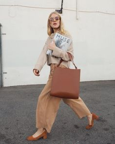Fall 2018 and Winter fashion trends, outfits and the New Street Style Fashion Jobs, Fashion Week, Fashion Outfits, Womens Fashion, Fashion Trends, Dress Fashion, Fashion Ideas, Fashion Websites, Fashion Clothes