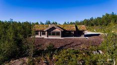 Nyoppført lekker hytte med flott og attraktiv beliggenhet. | FINN.no Modern Kitchen Design, Log Homes, Real Estate, Cabin, House Styles, Places, Home Decor, Dom, Ideas