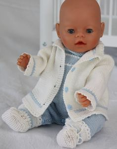 Simple Baby born knitting patterns in light blue and white colors
