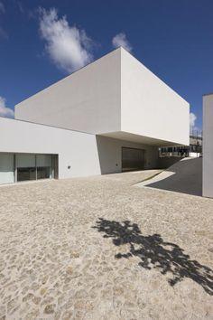 Souto Moura Arquitectos centro de arte contemporáneo graça morais . bragança