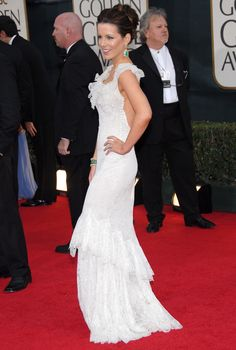 KATE BECKINSALE AT THE GOLDEN GLOBE AWARDS, 2006 In Christian Dior.   - ELLE.com