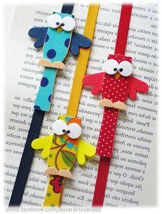 Marcadores de livro feitos com pás de sorvete...