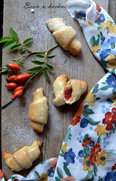Basia w kuchni: Domowe rogaliki  z przepisu babci Wandy.