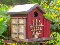 There are many beautiful suggestions to develop decorative bird houses for your garden. These stand bird house come in assorted sizes, colours, and shapes. Bird House Feeder, Bird Feeders, Decorative Bird Houses, Diy Casa, Bird Boxes, Fairy Houses, Wood Projects, Outdoor Decor, Inspiration