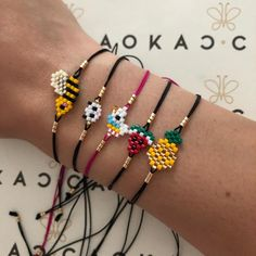 Image may contain: jewelry Beaded Jewelry Patterns, Beading Patterns, Jewelry Crafts, Handmade Jewelry, Crochet Case, Beaded Animals, Bijoux Diy, Bracelet Designs, Bead Weaving