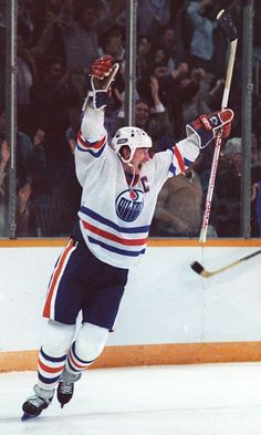 Gretzky, 'the great one'Scored 894 goals, the most in NHL history Volleyball Cheers, Quotes Girlfriend, Hockey Season, Wayne Gretzky, Edmonton Oilers, Nfl Fans, Hockey Cards, National Hockey League, Montreal Canadiens