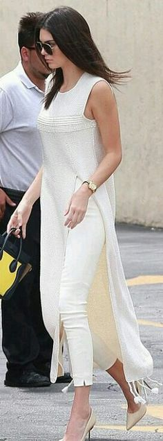 Who made Kendall Jenner's nude pumps, fringe maxi tunic top, white pants, and print handbag? love this Diy Outfits, Mode Outfits, Casual Outfits, Summer Outfits, Latest Outfits, Look Fashion, Indian Fashion, Womens Fashion, Fashion Trends