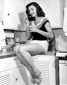 Elaine Stewart 1950s model and actress in a pinup shot
