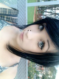 Her eyes are pretty soooo pretty