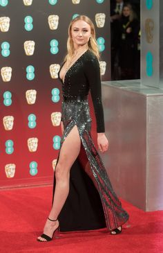 Sophie Turner sexy dress with heels Beautiful Celebrities, Beautiful Actresses, Elegant Dresses, Sexy Dresses, Sofie Turner, Diane, Beautiful Legs, Sexy Legs, Girl Photos