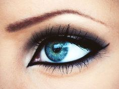 Eye Makeup Tips.Smokey Eye Makeup Tips - For a Catchy and Impressive Look Blue Eye Makeup, Love Makeup, Makeup Tips, Beauty Makeup, Makeup Looks, Hair Makeup, Hair Beauty, Makeup Ideas, Gorgeous Makeup