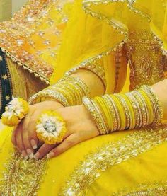 Best Ideas For Indian Bridal Wear Yellow Indian Bridal Wear, Pakistani Bridal Dresses, Bridal Mehndi, Pakistani Mehndi, Bridal Chura, Mehndi Dress, Mehndi Outfit, Henna Mehndi, Bridal Bangles