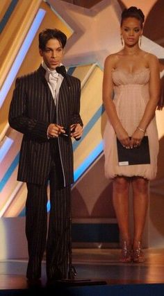 Prince accepts the Male R&B Award from actress Mo'Nique (not pictured) and singer Rihanna onstage at the 2006 BET Awards at the Shrine Auditorium on June 2006 in Los Angeles, California. Prince And Mayte, My Prince, Mavis Staples, Sheila E, Purple Rain, Rihanna, Madonna, The Artist Prince, Minnesota