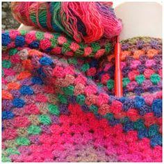 Finally! eindelijk is mijn sjaal klaar. Mooi zoals gepland voor dat de herfst begint, deze sjaal ga ik veel dragen. Word helemaal bli...