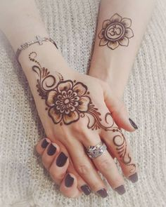 Pretty would do smaller Stylish Mehndi Designs, Henna Designs Easy, Beautiful Henna Designs, Latest Mehndi Designs, Henna Tattoo Designs, Henna Art, Hand Henna, Hena, Mehendhi Designs