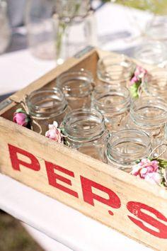 wooden crate/box. caja de madera. wedding. boda. decoration. decoración. drinks. jars. bebidas.