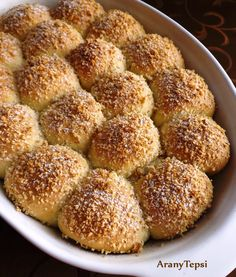 AranyTepsi: Diós-szilvalekváros labdabukták Ring Cake, Scones, My Recipes, Hamburger, Muffin, Bread, Cookies, Breakfast, Dios