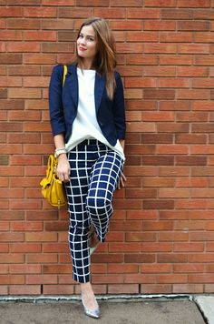 navy blue blazer + white blouse + navy and white windowpane cropped pants + mustard purse + silver flats Casual Work Outfits, Office Outfits, Work Attire, Cute Outfits, Patterned Pants Outfit, Navy Pants Outfit, Karohosen Outfit, Work Fashion, Fashion Outfits