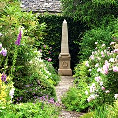 The secret garden - English Garden style. There are also some things to consider with th Garden Pictures, English Garden Style, English Country Gardens, Backyard Garden Layout, Backyard Garden Landscape, Rock Garden Landscaping, Cottage Garden, Country Gardening, Backyard Landscaping