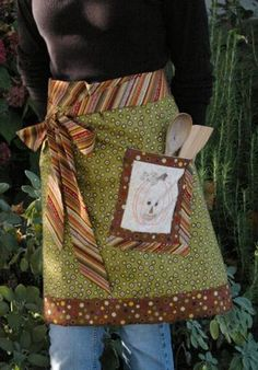Autumn apron with embroidered pumpkin pocket (free pattern included). Adorable!