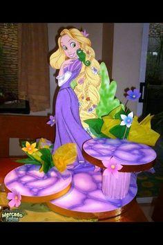 Base cupcakes Rapunsel Rapunzel Birthday Party, Princess Theme Party, Tangled Party, Disney Princess Party, Birthday Diy, Princess Birthday, Bolo Rapunzel, Disney Rapunzel, Party Centerpieces
