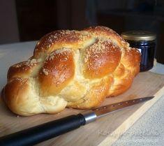 Chałka z kruszonką Healthy Bread Recipes, Healthy Sweets, Veggie Recipes, Cake Recipes, Cooking Recipes, Puff Pastry Recipes, Bread Bun, Happy Foods, Food Cakes