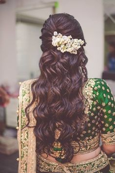 Beautiful half undo hairstyle with curls The ulti Beautiful half undo hairstyle with curls The ulti Anni Bittmann annibittmann Haare und Beauty Beautiful half undo hairstyle with nbsp hellip Saree Hairstyles, Open Hairstyles, Braided Hairstyles For Wedding, Bride Hairstyles, Trending Hairstyles, Hairstyle For Indian Wedding, Flower Hairstyles, Braided Updo, Hairdos