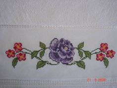 V Cross Stitch Borders, Cross Stitch Flowers, Cross Stitch Patterns, Crochet Flower Patterns, Crochet Flowers, Rose Design, Cross Stitch Embroidery, Flower Designs, Diy And Crafts