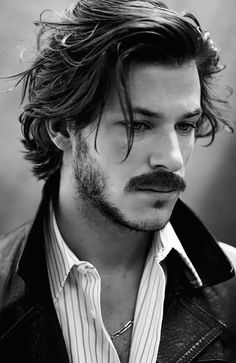 Get inspired with these best short beard styles to up your facial hair game. Medium Length Hair Men, Medium Hair Cuts, Medium Hair Styles, Curly Hair Styles, Mens Medium Length Hairstyles, Short Hair With Layers, Long Layered Hair, Long Messy Hair, Beard Styles For Men