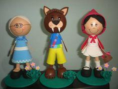 Bonecos da turma da Chapeuzinho Vermelho feitos em EVA.