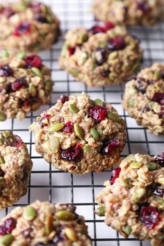 Superfood Breakfast Cookies These cookies are jam-packed with nutritious ingredients and healthy enough for breakfast on the go! They& free of gluten, dairy, & refined sugar, and also vegan friendly! Healthy Cookies, Healthy Treats, Cookies Vegan, Healthy Breakfast Cookies, Cake Cookies, Breakfast Fruit, Healthy Food, Oatmeal Breakfast Cookies, Breakfast Cookie Recipe