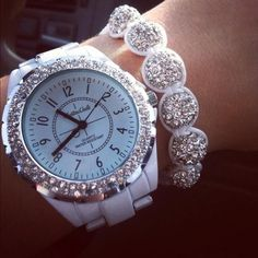 Nice bracelet with watch - Bling Women Accessories, Jewelry Accessories, Fashion Accessories, Fashion Jewelry, Swag Fashion, Fashion Ideas, Bling Bling, Jewelry Box, Jewelry Watches