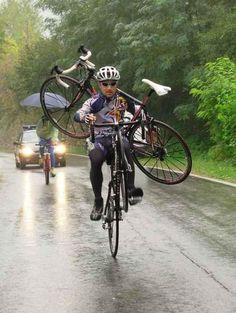 Bem isso! Solidariedade do pedal!