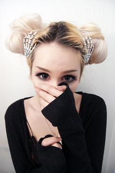 Been finking about doing my brows like that.. Might do it if i can be fucked haha c: