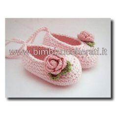 Scarpine neonato uncinetto ballerine con fiore.