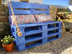 Using Pallet as Outdoor Bench